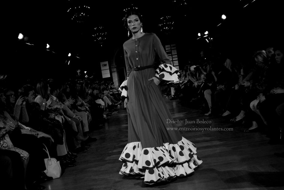 trajes de flamenca we love flamenco 2016 entre cirios y volantes (1)